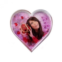 Рамка водяная сердце с разноцветными хлопьями